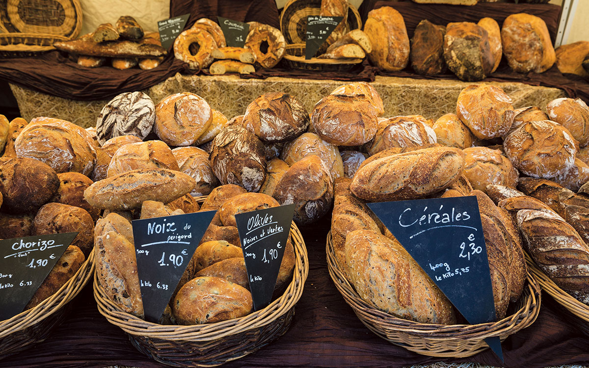 Fresh bread - French markets